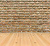 Vieja arquitectura del sitio del piso de madera de pino de la pared de ladrillo del grunge del vintage Imagenes de archivo
