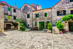 Vieja arquitectura tradicional en Croacia, isla Hvar imagen de archivo libre de regalías
