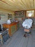 Vieja Barber Shop del oeste Imagen de archivo libre de regalías