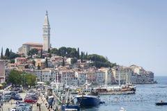 Vieja base y puerto de la ciudad en Rovinj Foto de archivo libre de regalías
