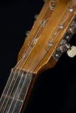 Vieja cabeza Detai de las secuencias, de Fretboard, de la nuez y de la máquina de la guitarra acústica Imagen de archivo