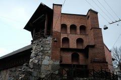 Vieja configuraci?n de la ciudad Calle en la ciudad de Lviv Ucrania 03 15 19 imagen de archivo