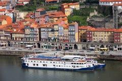 Vieja costa del río de la ciudad en Oporto Fotografía de archivo