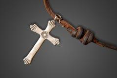 Vieja cruz de plata fotografía de archivo