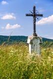 Vieja cruz del borde del camino Imagenes de archivo