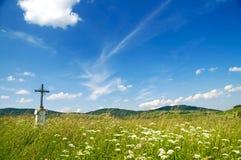 Vieja cruz del borde del camino Imágenes de archivo libres de regalías