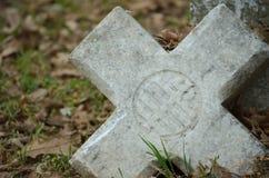 Vieja cruz quebrada Fotografía de archivo