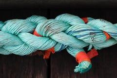 Vieja cuerda atada en nudo foto de archivo libre de regalías