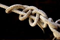 Vieja cuerda con los nudos Imágenes de archivo libres de regalías