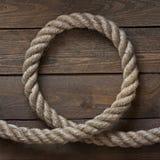 Vieja cuerda del vintage en la tabla de madera vieja Foto de archivo libre de regalías