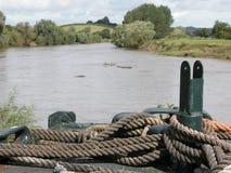 Vieja cuerda en un barco Foto de archivo