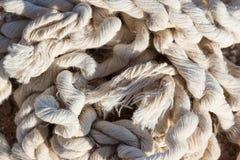 Vieja cuerda enredada dañada Imágenes de archivo libres de regalías