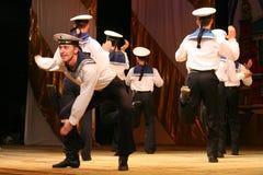 Vieja danza rusa nacional tradicional acrobática Yablochko del marinero Imágenes de archivo libres de regalías