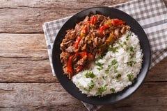 Vieja de Ropa: caldo de buey en salsa de tomate con las verduras y el arroz Foto de archivo libre de regalías