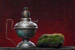 Vieja del hierro todavía de la lámpara vida Concepto ecológico imágenes de archivo libres de regalías