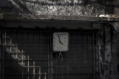 Vieja ejecución del reloj en la pared fotografía de archivo libre de regalías