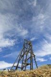 Vieja elevación del marco principal de la minería aurífera en Nevada imagenes de archivo