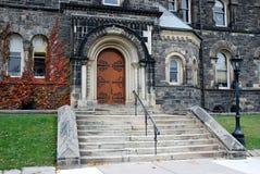 Vieja entrada de la universidad Imagen de archivo libre de regalías