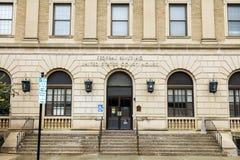Vieja entrada federal del tribunal del edificio Fotos de archivo libres de regalías