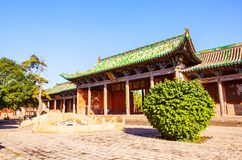 Vieja escena de la ciudad de Yuci. Edificio confuciano del templo (capilla). Imágenes de archivo libres de regalías