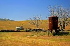 Vieja escena de la granja en primavera Imagenes de archivo