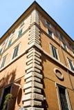 Vieja esquina de los edificios Fotos de archivo libres de regalías