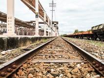 Vieja estación de tren con los carriles Imagen de archivo