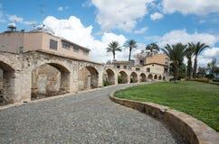 Vieja estructura Nicosia Chipre del abastecimiento de agua del acueducto Foto de archivo libre de regalías