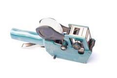 Vieja etiqueta de precio, arma de la tasación de la tienda, sombra suave, en un backg blanco Imagen de archivo