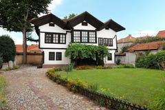 Vieja familia de Hristic de la casa en Pirot, Serbia imágenes de archivo libres de regalías