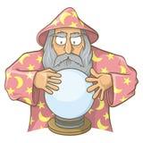 Mago en cabo rosado con la bola mágica Imagen de archivo