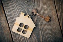 Vieja llave del apartamento del vintage Fotos de archivo libres de regalías