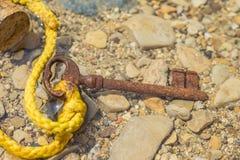 Vieja llave en el mar Imagenes de archivo