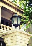 Vieja luz de calle con estilo clásico, lámpara de calle del vintage, lámpara decorativa del camino de la vieja moda Imagenes de archivo