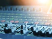Vieja música de mezcla digital del estudio de la consola imagen de archivo