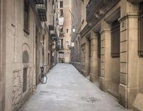 Vieja manera del callejón de la ciudad Imágenes de archivo libres de regalías