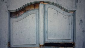 vieja moda del vintage quebrado de la ventana Foto de archivo libre de regalías