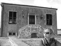 Vieja muchacha de la casa Imagenes de archivo