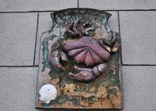 Vieja muestra de los mariscos en la pared foto de archivo
