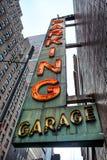 Vieja muestra de neón del parking Foto de archivo libre de regalías