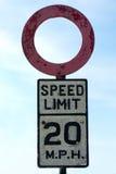 Vieja muestra del límite de velocidad Fotografía de archivo libre de regalías