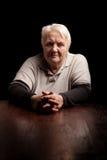 Vieja mujer mayor con problemas de salud Foto de archivo libre de regalías