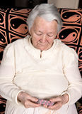 Vieja mujer triste Foto de archivo libre de regalías