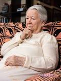 Vieja mujer triste Imagen de archivo libre de regalías