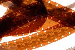 Vieja negativa tira de la película de 16 milímetros en el fondo blanco Foto de archivo libre de regalías