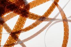 Vieja negativa tira de la película de 16 milímetros en el fondo blanco Imágenes de archivo libres de regalías
