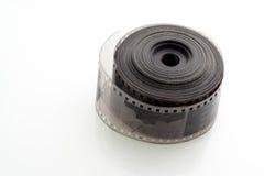 Vieja negativa tira de la película de 35 milímetros en el fondo blanco Foto de archivo libre de regalías