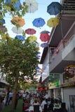 Vieja opinión de Antalia de la ciudad, ciudad vieja y calle de los paraguas fotos de archivo libres de regalías