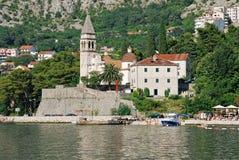 Vieja opinión de la ciudad y bahía de Kotor, Montenegro imagen de archivo
