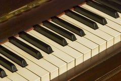 Vieja opinión de la inclinación del teclado de piano fotos de archivo libres de regalías
